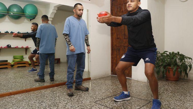 El volante Víctor Guay se recupera de una lesión en la pierna izquierda. (Foto Prensa Libre: José Sierra)