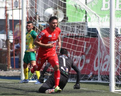 Wilber Pérez fue la figura de Malacateco contra Guastatoya. (Foto Prensa Libre: Raúl Juárez)