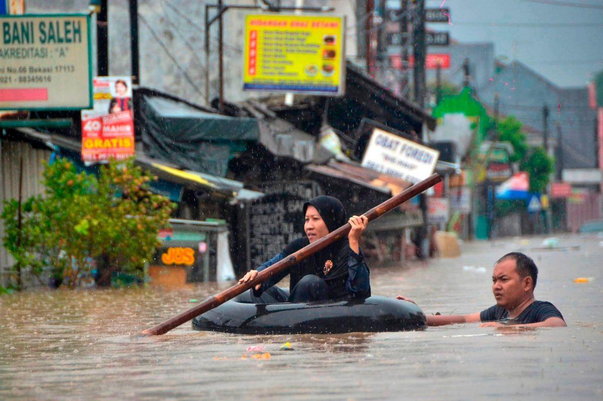Nueve muertos por inundaciones en la capital de Indonesia