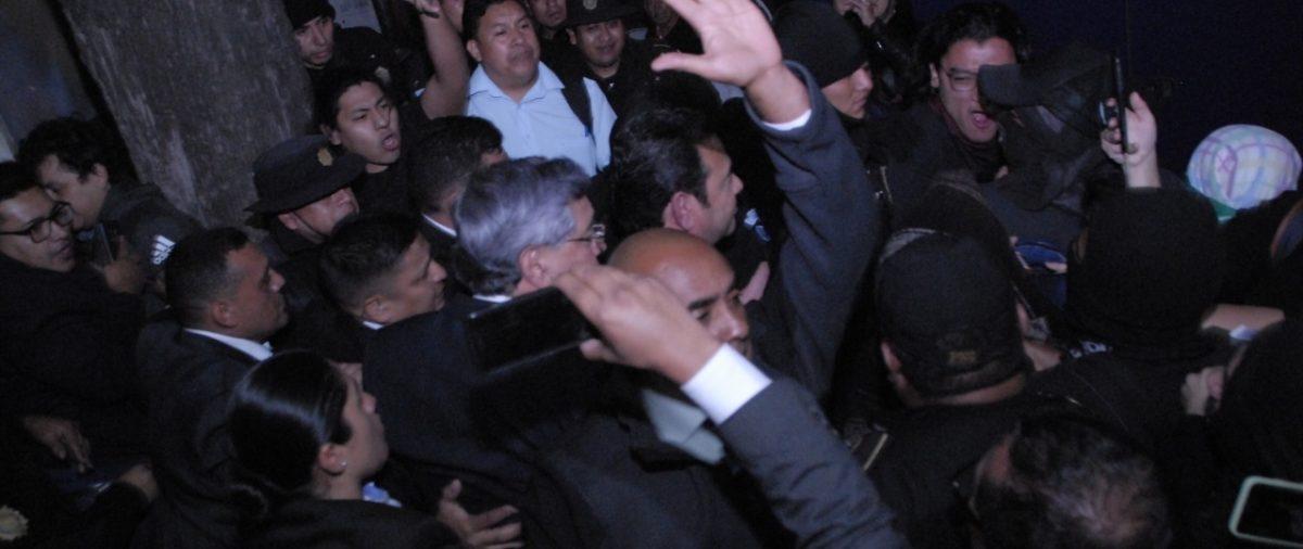 Juez ordena investigar a policías por posible agresión a estudiantes que manifestaban contra Jimmy Morales