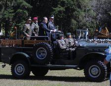 El Ejército le rindió honores a Alejandro Giammattei el 15 de enero después de haber sido juramentado como Presidente de la República. (Foto Prensa Libre: Erick Ávila)