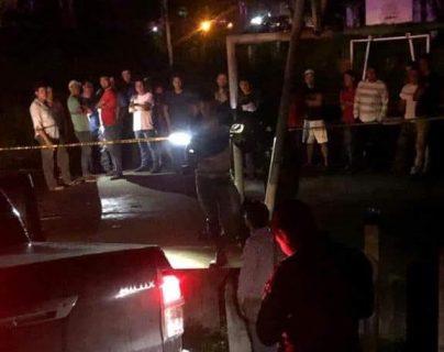 Como Samuel Calderón, originario de Valle Nuevo, Morales, Izabal, fue identificado uno de los fallecido. (Foto Prensa Libre: Dony Stewart)