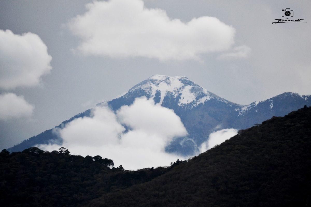 Volcán Acatenango se cubre de escarcha y esta es la causa