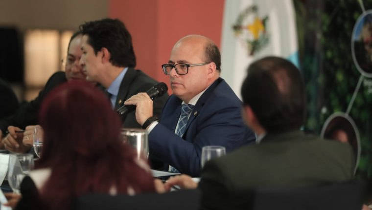 El superintendente Abel Cruz Calderón, presentará el informe al Directorio de la SAT sobre el desempeño de la recaudación tributaria en 2019, como establece la ley. (Foto Prensa Libre: Hemeroteca)