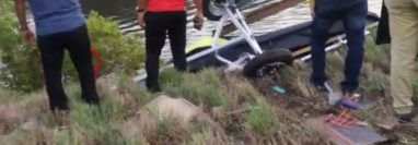 Iztapa, Escuintla: La avioneta cayó en un canal del puerto.