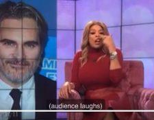 Mientras asistentes a su programa se ríen, Wendy Williams imita el supuesto labio leporino del actor. (Foto: Twitter/@groarkboysbbq)