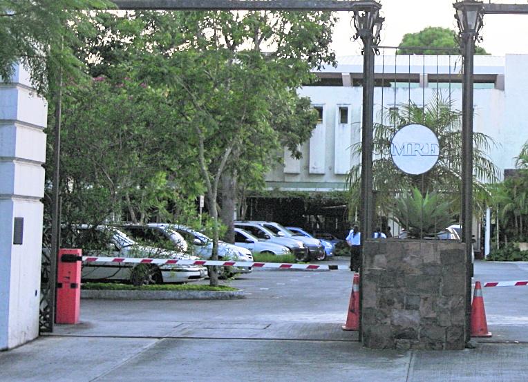 Cancillería planea cerrar 10 embajadas en los siguientes meses