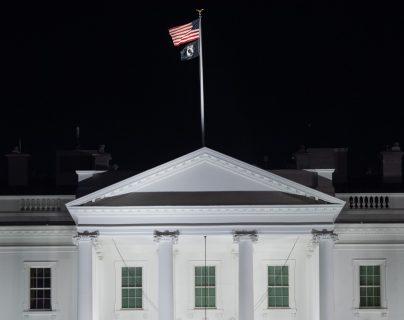 Organismo acusa a La Casa Blanca de vulnerar la ley al congelar fondos para Ucrania. (Foto Prensa Libre: AFP)