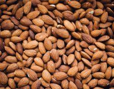 Las almendras son uno de los frutos más conocidos en el mundo. (Foro Prensa Libre: Chuttersnap / Unsplash).