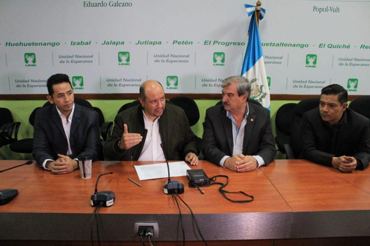 La UNE denunciará a seis diputados, que considera traidores, por tres delitos
