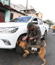 Puestos de revisión del Ejército y agentes de PNC por estado de Prevención en Mixco (Foto Prensa Libre: Hemeroteca PL)