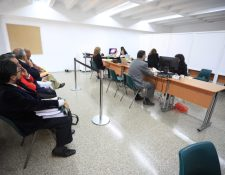 Este viernes 3 de enero de 2020, los profesionales que se postulan a magistrados de la Corte Suprema de Justicia entregan su expediente. (Foto Prensa Libre: Carlos Hernández Ovalle)