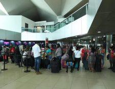 Los pasajeros tendrán que pasar por una inspección sanitaria al llegar al Aeropuerto Internacional La Aurora. (Foto Prensa Libre: Hemeroteca PL)