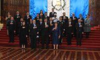 Presidente Alejandro Giammattei y su gabinete cantan el himno nacional durante la juramentación de su gabinete de Gobierno. (Foto Prensa Libre: Juan Diego González)