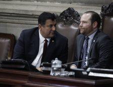 El presidente del Congreso Álvaro Arzú Escobar junto al diputado Estuardo Galdámez. (Foto Prensa Libre: Noé Medina)