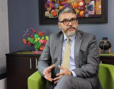 Oscar Barreneche, representante en Guatemala de la OPS/OMS, indica que es importante la vigilancia epidemiológica ante la aparición del coronavirus, que se originó en China. (Foto Prensa Libre: Cortesía OPS/OMS)