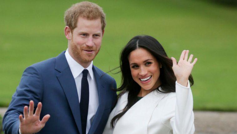 """Enrique y Meghan cuando anunciaron que tenían intención de alejarse de sus obligaciones oficiales como miembros """"senior"""" de la monarquía. (Foto Prensa Libre: AFP)."""
