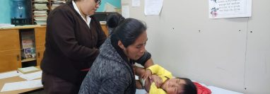 La atención de niños con problemas respiratorios se ha incrementado en el Hospital Nacional de San Marcos. (Foto Prensa Libre: Cortesía)