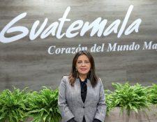 La Directora de Desarrollo de Producto Turístico de Guatemala, Ericka Guillermo, en el stand de su país durante la inauguración de la Feria Internacional de Turismo Fitur 2020. (Foto Prensa Libre: EFE)