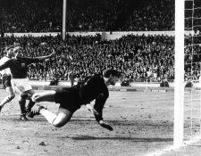 El portero alemán Hans Tilkowski durante la final de la Copa del Mundo de 1966. (Foto Prensa Libre: EFE)
