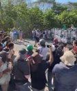 Guardia Nacional Mexicana frena el paso de la caravana migrante en Ciudad Hidalgo. (Foto Prensa Libre: captura de pantalla El Reforma)