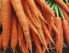 Las zanahorias son ricas en betacarotenos, vitamina K y antioxidantes, entre otros beneficios. Son muy utilizadas para todo tipo de platillos alrededor del mundo. (Foto Prensa Libre: Unsplash).