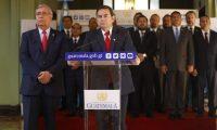 El presidente Jimmy Morales en conferencia de prensa anunció que se retracta de la decisión. (Foto Prensa Libre: Esbin García)