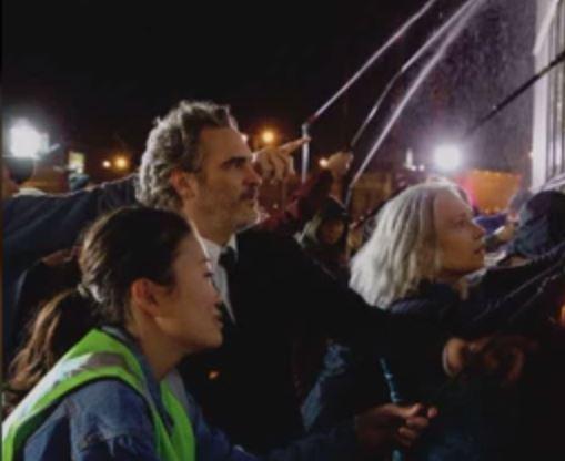 Joker: Con todo y traje, Joaquin Phoenix visitó un matadero de cerdos luego de ganar los premios SAG