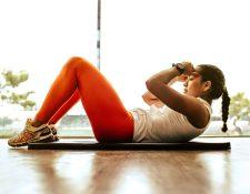 En casa es posible llevar a cabo una rutina de ejercicios igual de efectiva que en el gimnasio. Lo más importante es la motivación y la consistencia. (Foto Prensa Libre: Jonathan Borba / Unsplash).