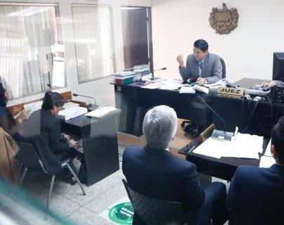El juez Mynor Moto durante audiencia solicitada por Ricardo Méndez Ruiz, presidente de la Fundación contra el Terrorismo. (Foto Prensa Libre: Fernando Cabrera)