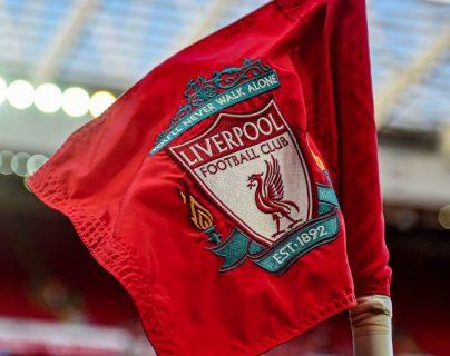El Liverpool tiene nuevo patrocinador. (Foto Prensa Libre: Twitter Liverpool FC)