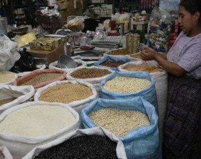 El precio del quintal de frijol se cotizó esta semana en Q540 en el mercado mayorista nunca antes visto en los registros, según el reporte de Diplan. (Foto Prensa Libre: Hemeroteca)
