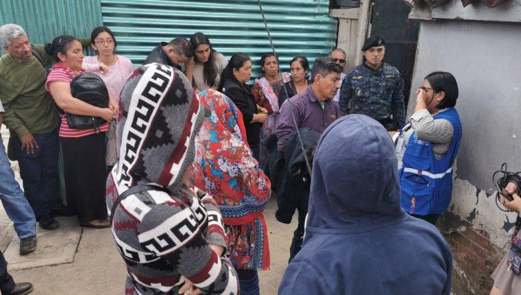 El primer vuelo de deportados de 2020 aterrizó en Guatemala con 127 personas. (Foto Prensa Libre: María Reneé Barrientos)