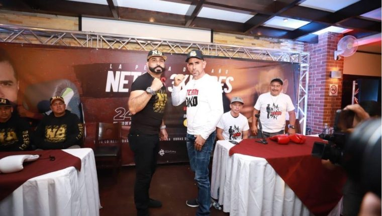 Los alcaldes Neto Bran, de Mixco, y Esduin Javier, de Ipala, durante una actividad donde promocionaron la pelea del 24 de enero. (Foto: Facebook)