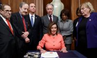 Washington (United States), 15/01/2020.- Speaker of the House Nancy Pelosi, with committee chairs and House impeachment managers, signs the articles of impeachment during an engrossment ceremony prior to them being walked across the Capitol to the Senate in the US Capitol in Washington, DC, USA, 15 January 2020. Senate Majority Leader Mitch McConnell said the Senate trial against US President Donald J. Trump, on the charges of abuse of power and obstruction of Congress, will begin on 21 January. (Estados Unidos) EFE/EPA/SHAWN THEW