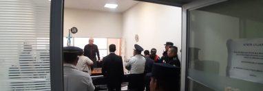 Los agentes de Polimerc que dispararon contra dos sicarios en la zona 6, se presentaron volutariamente a declarar en la Torre de Tribunales. (Foto Prensa Libre: PNC)