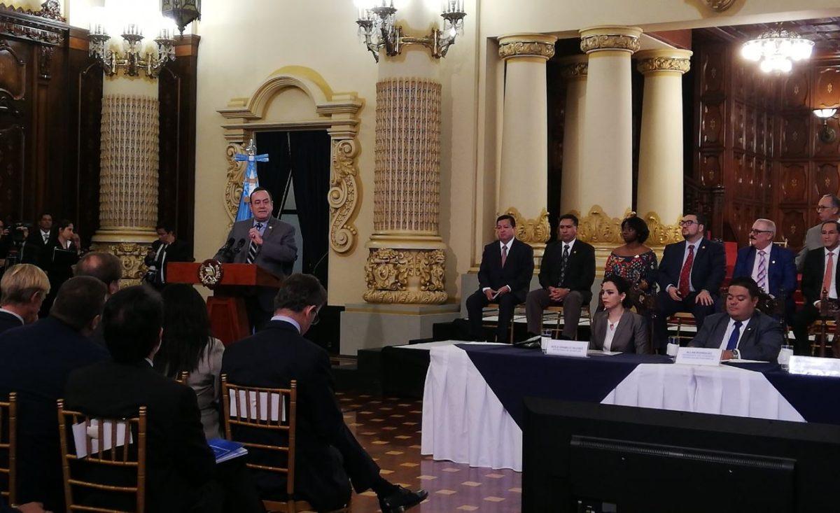 """Alejandro Giammattei presenta plan de gobierno y asegura que Guatemala no será un """"saco roto"""""""