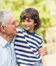Cuando los abuelos participan en la crianza de los nietos deben tener la capacidad de proporcionar un ambiente saludable a sus nietos, Foto Prensa Libre: Servicios