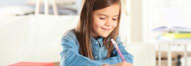Si sus hijos comienzan el ciclo escolar con buenos hábitos estudios, rendirán mejor. (Foto Prensa Libre: Servicios).