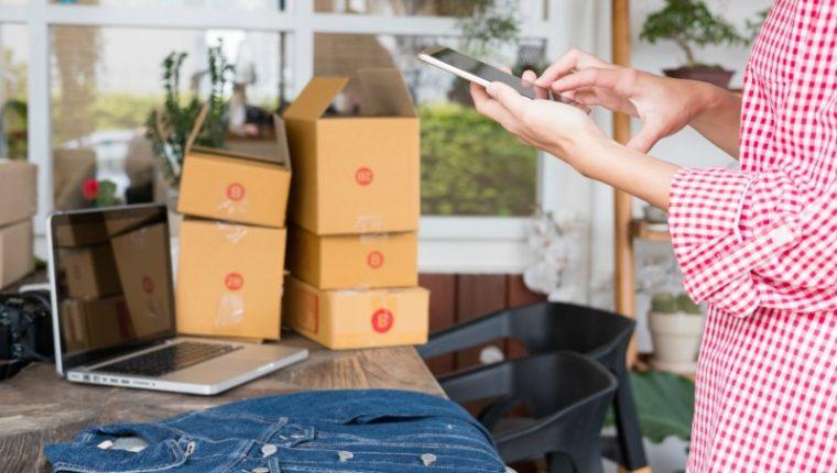 Si la ropa es lo suyo, puede incursionar en este interesante concepto de negocios a través de las diferentes formas de explotar un negocio de ropa. (Foto Prensa Libre: Shutterstock)