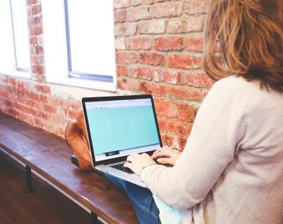 ¡Aproveche su tiempo en línea! Hay muchas cosas que puede aprender en internet. (Foto Prensa Libre: Servicios).