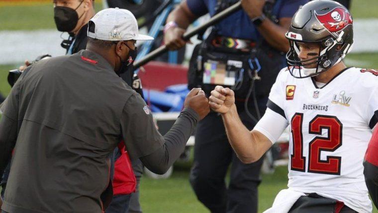 Tom Brady, actualmente en las filas de los Buccaneers de Tampa Bay, aspira a su séptimo Super Bowl.