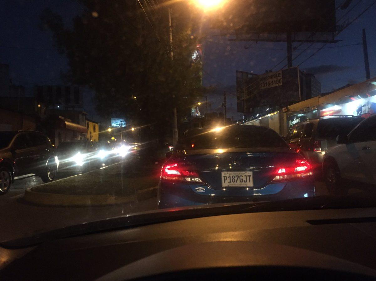 Intenso tránsito de este viernes paraliza varias zonas de la ciudad