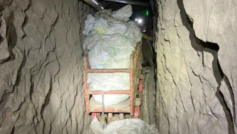 El túnel tiene un sistema de transporte de drogas más largo hallado hasta ahora en el área de San Diego. (Foto Prensa Libre: EFE)