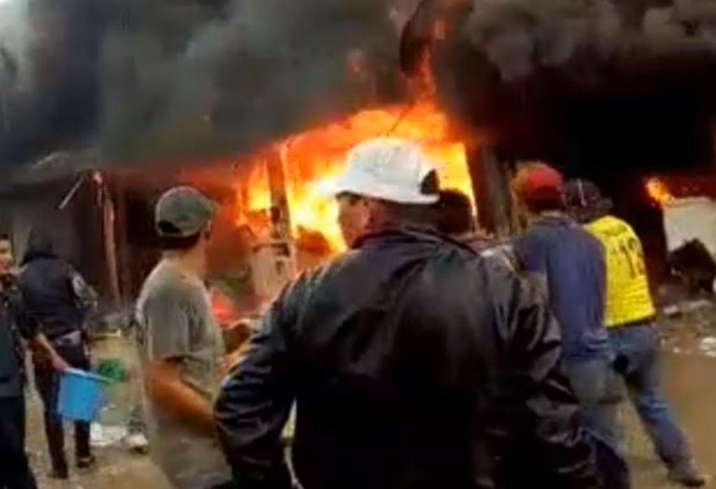 Video: Cohetería arde en llamas y deja cinco heridos