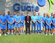 Los entrenadores de las selecciones inferiores  fueron presentados este lunes en la Fedefut. (Foto Prensa Libre: Fedefut)