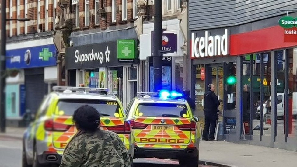 Ataque en Londres: la policía mata a un hombre después de varios ataque con cuchillo