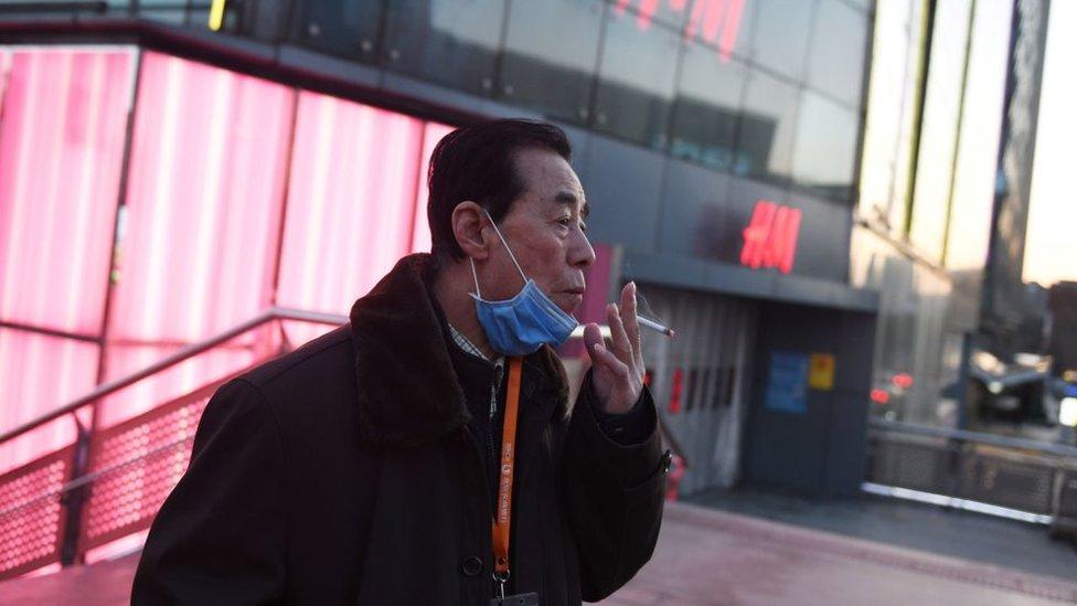 Coronavirus: ¿por qué más hombres que mujeres han sido afectados en China?