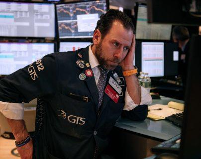 Los corredores de bolsa se enfrentan a la caída de los indicadores macroeconómicos. (Foto Prensa Libre: AFP)