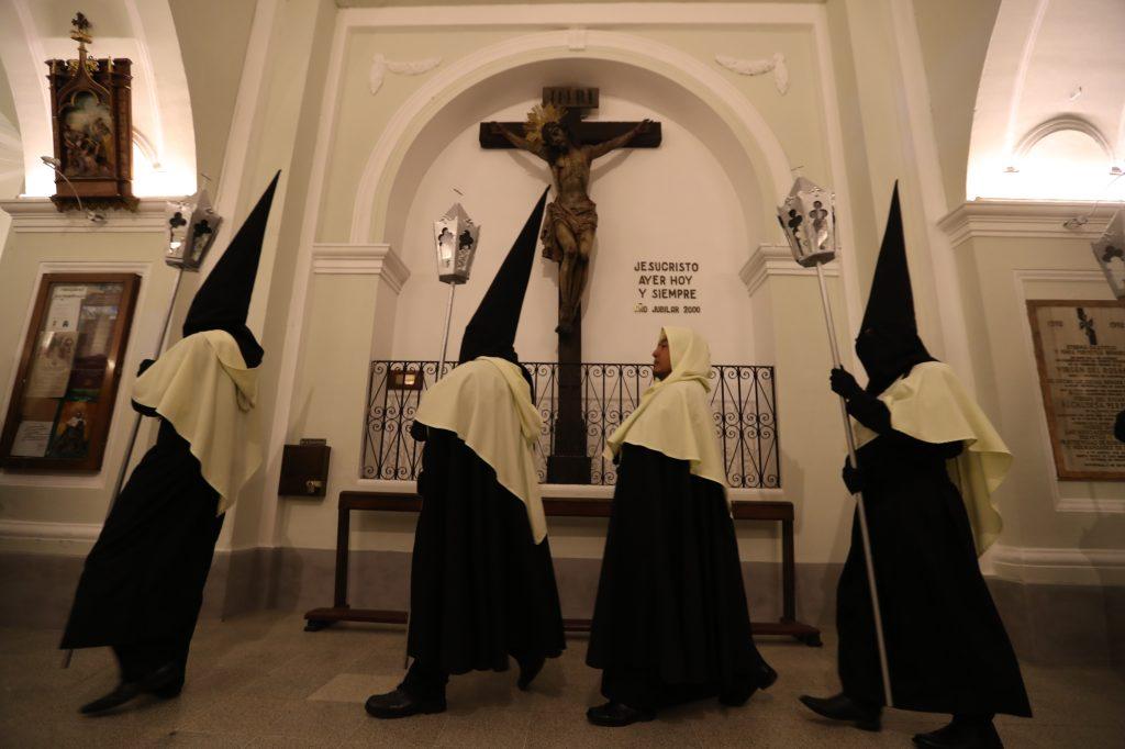 Con esta actividad la iglesia de Santo Domingo inicia sus actividades dentro de los cuarenta días de conversión y penitencia, según la religión católica. Foto Prensa Libre: Óscar Rivas